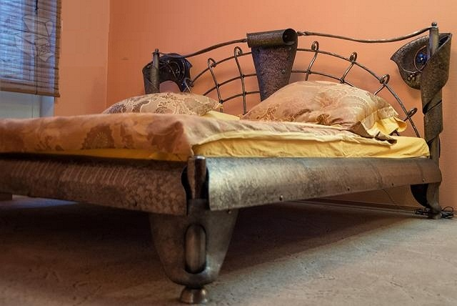 Кровать фиалка