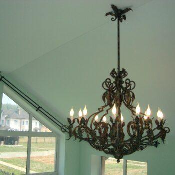 Кованая подвесная люстра со свечами ручной работы