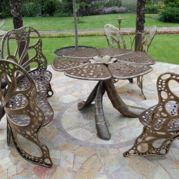 Кованый стол цветок и кованые стулья бабочки ручная работа
